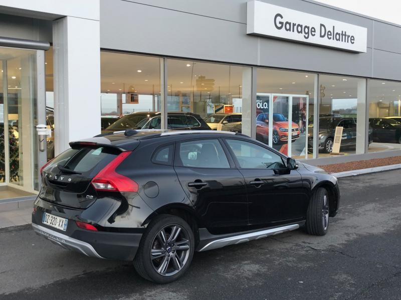VOLVO V40 Cross Country Momentum Business D2 120 ch Geartronic
