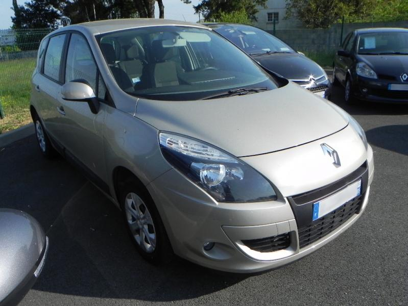 RENAULT Scénic III Authentique 1.5 DCI 110